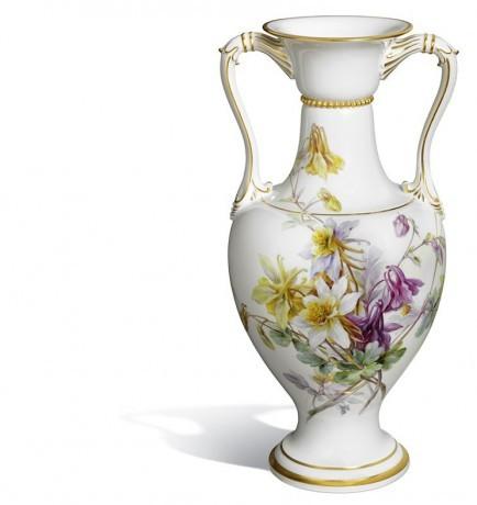 Ваза в форме амфоры с ручками, натуралистическая живопись цветов