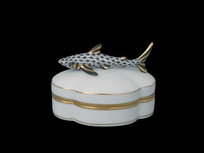 Декоративная коробочка с крышкой, ручка в виде акулы
