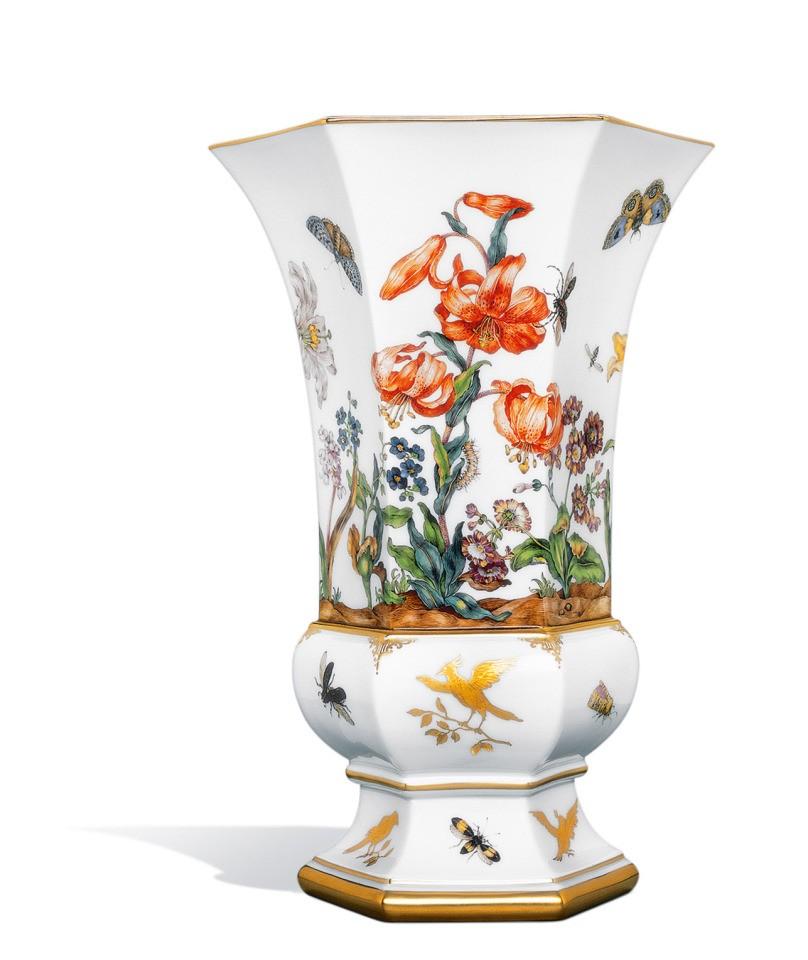 Ваза «Старинная живопись цветов, бабочки и птицы»