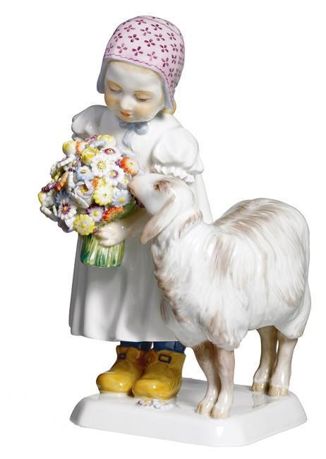 Девочка с овечкой