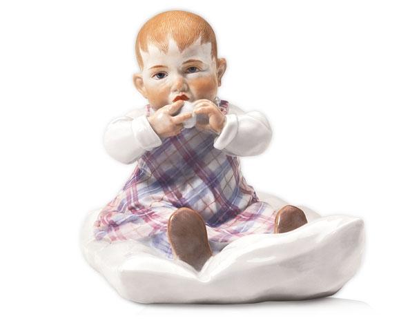 Ребенок на подушечке