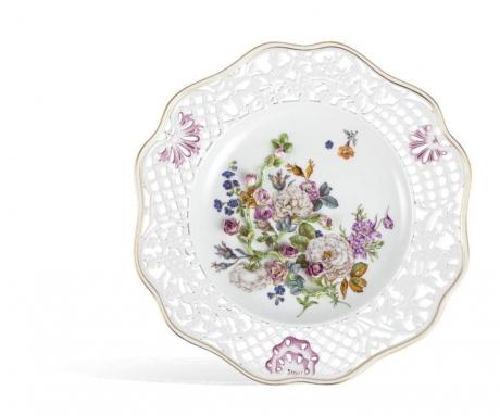 Настенная тарелка, цветочный рельеф