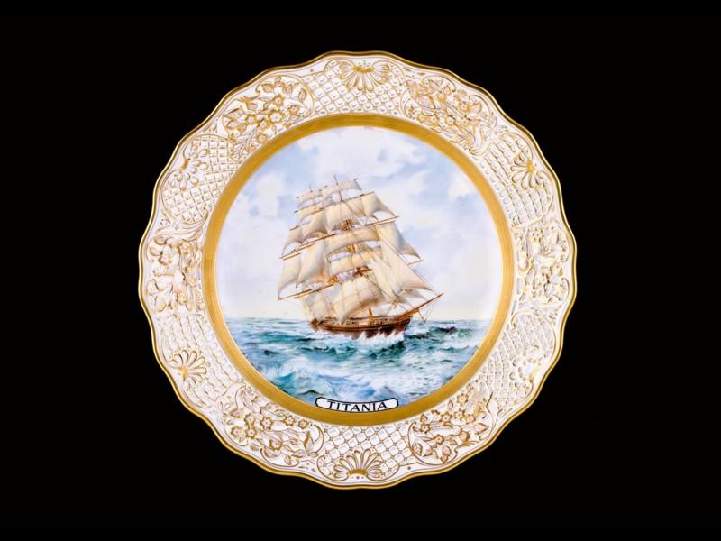 Настенная тарелка, двойная стенка с перфорированием