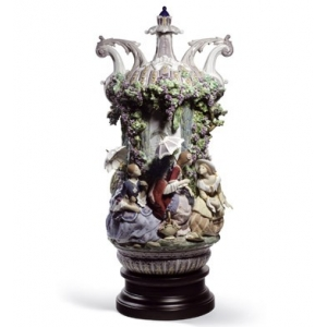 Ladies from Aranjuez vase