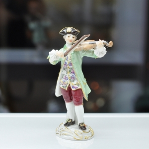 Fiddler, Coloured, with gold, H 13 cm