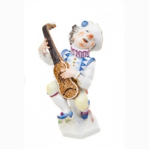 Gnome playing on a lute