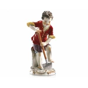 Мальчик с лопатой