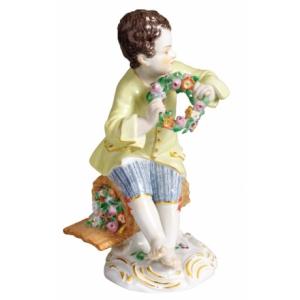Мальчик с венком цветком