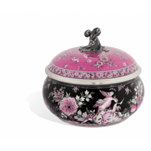 Box with opulent oriental decoration