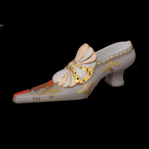 Фарфоровая туфля с бантом
