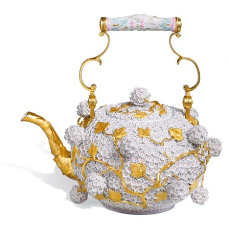 Чайник с цветами «буль-де-неж»