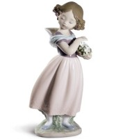 Adorable innocence Girl Figurine. Special Edition
