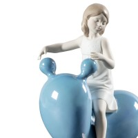 Девочка на голубых качелях