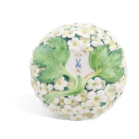 Box with snowball blossoms in relief