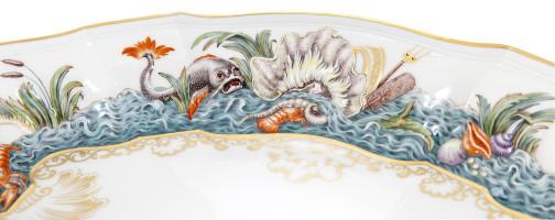 Блюдо, рельефные лебеди
