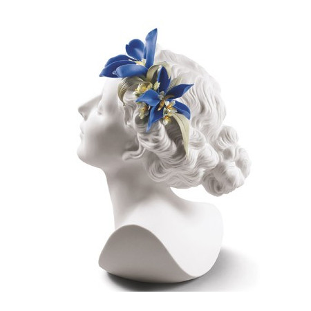 Дейзи с цветочным букетом в волосах