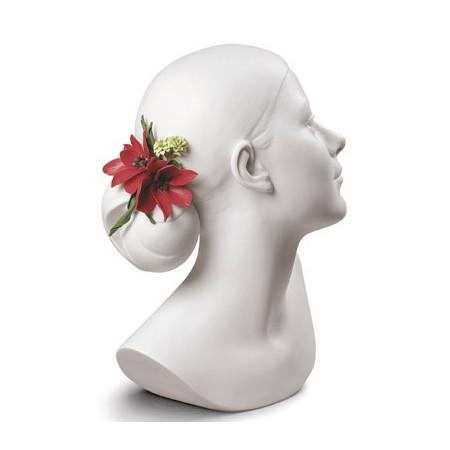 Лили с цветочным букетом в волосах