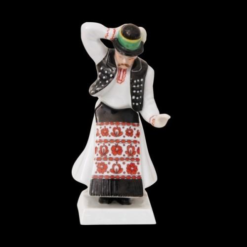 Мужчина в национальном венгерском костюме