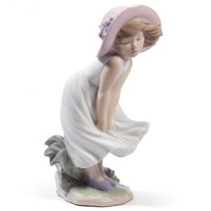 Застенчивая девочка