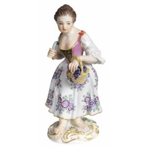 Девочка с корзинкой винограда