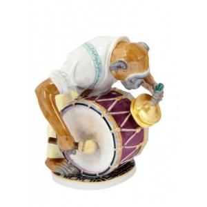 Макака с барабаном