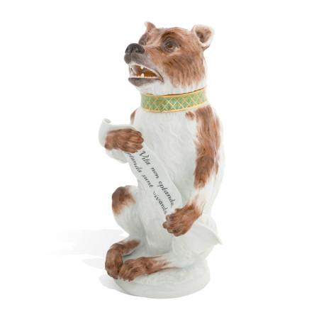 Бутылка в виде фигуры медведя