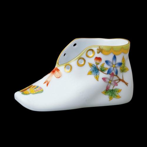Цветочный горшок в виде ботинка
