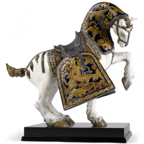 Лошадь в скульптурной пластике из фарфора