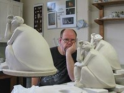 Олаф Стой и его скульптуры «Мистер Жук»
